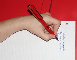 scrisul inspre corp