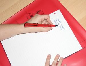 scrisul corect cu mana stanga